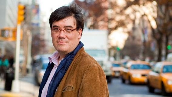 Vom Chefdirigenten des New York Philharmonic Orchestra zum NDR Elbphilharmonie Orchester: Alan Gilbert tauscht New York gegen Hamburg. © Chris Lee